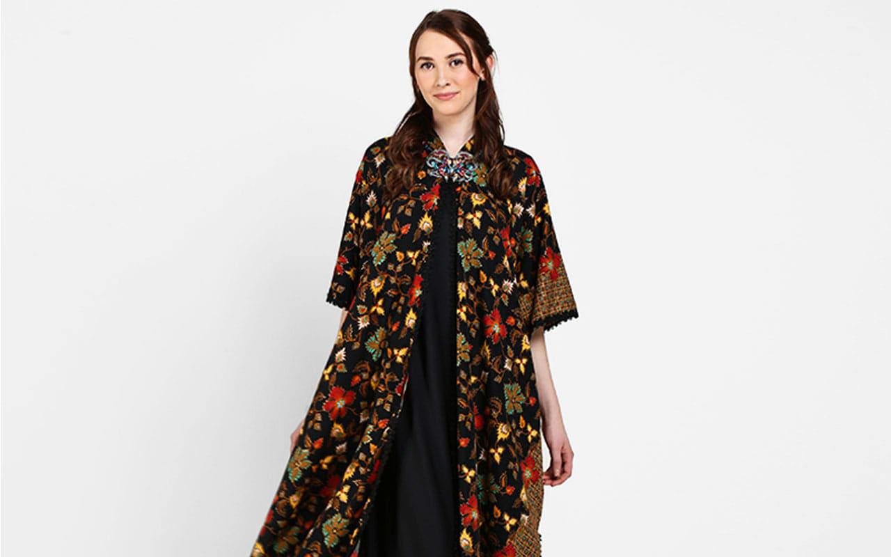 Tampil Chic dan Fashionable dengan 10 Model Baju Batik Untuk Wanita Berikut  di Indonesia!