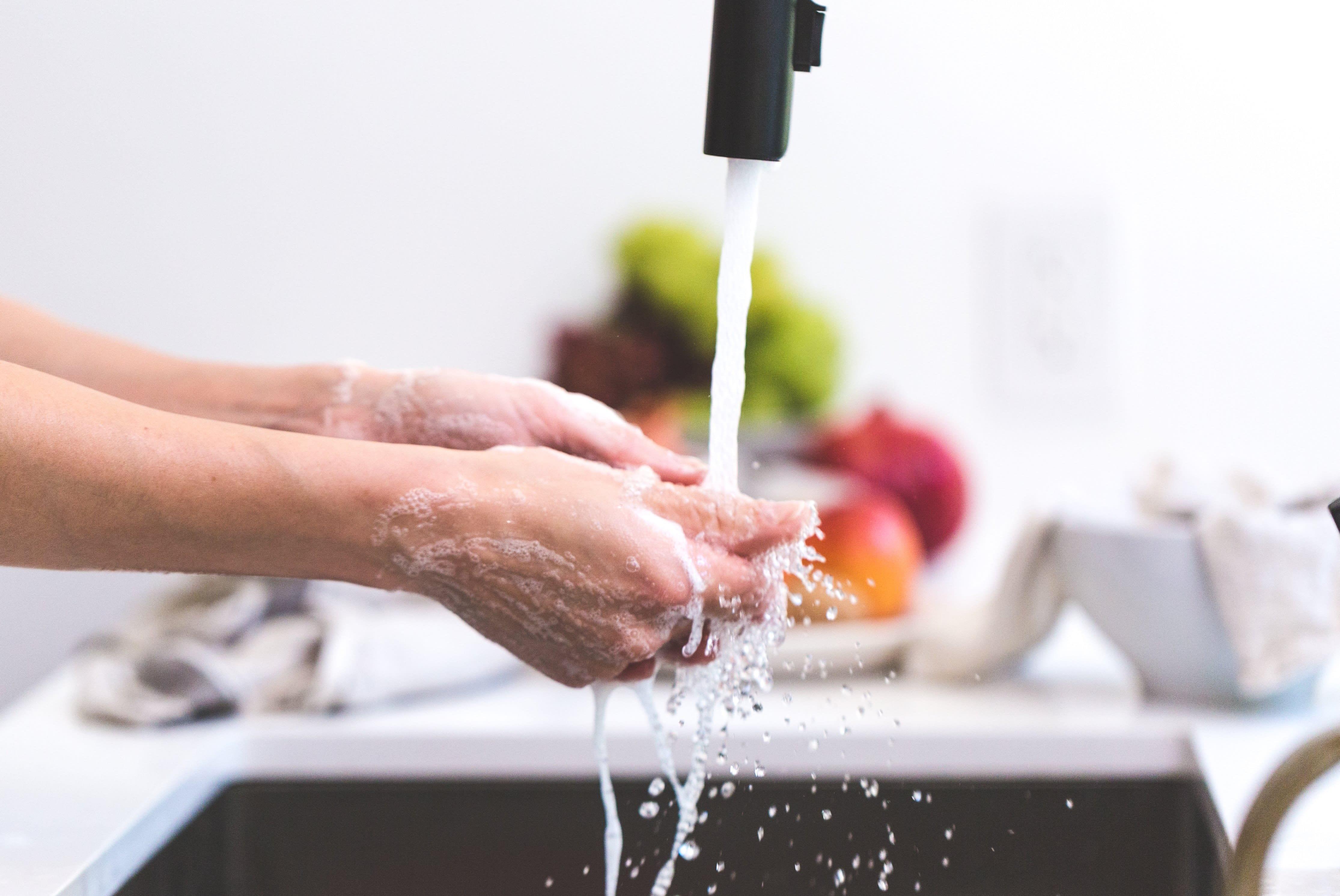 cleaning-hands-handwashing-545013.jpg