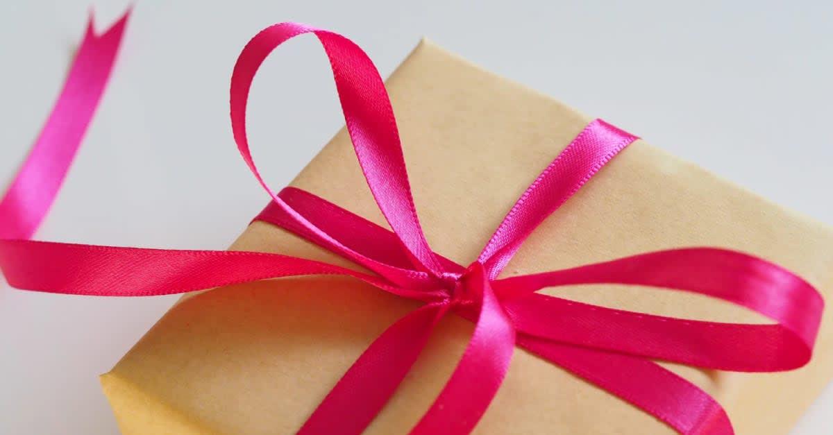 cc479a356 Hadiah adalah pemberian ikhlas dari seseorang untuk yang tersayang atau  insan istimewa dalam hidupnya. Ia mampu memberikan mood yang positif kepada  si ...