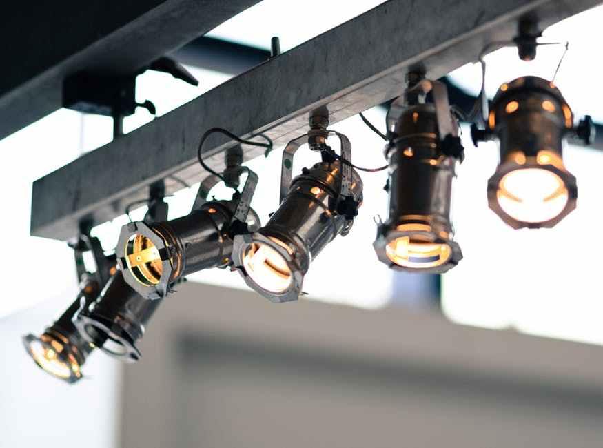 10 Lampu Sorot Bagus Paling Terang Di Indonesia 2021