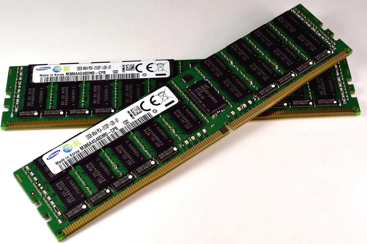 Perhatikan prosesor dan RAM-nya