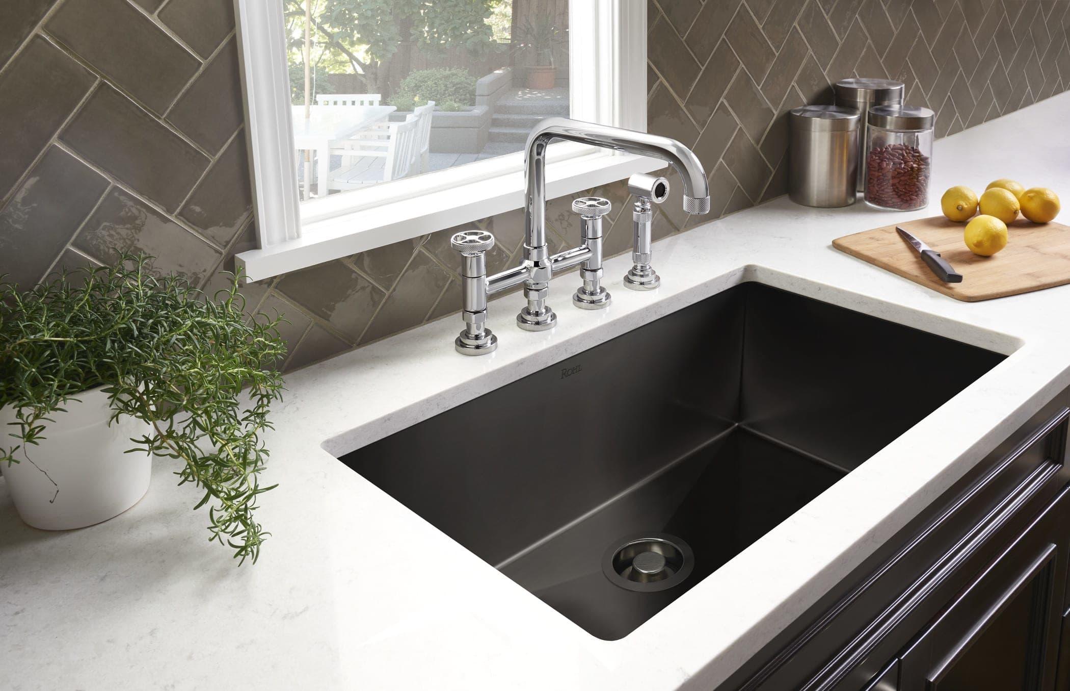 Happy dengan kitchen sink praktis