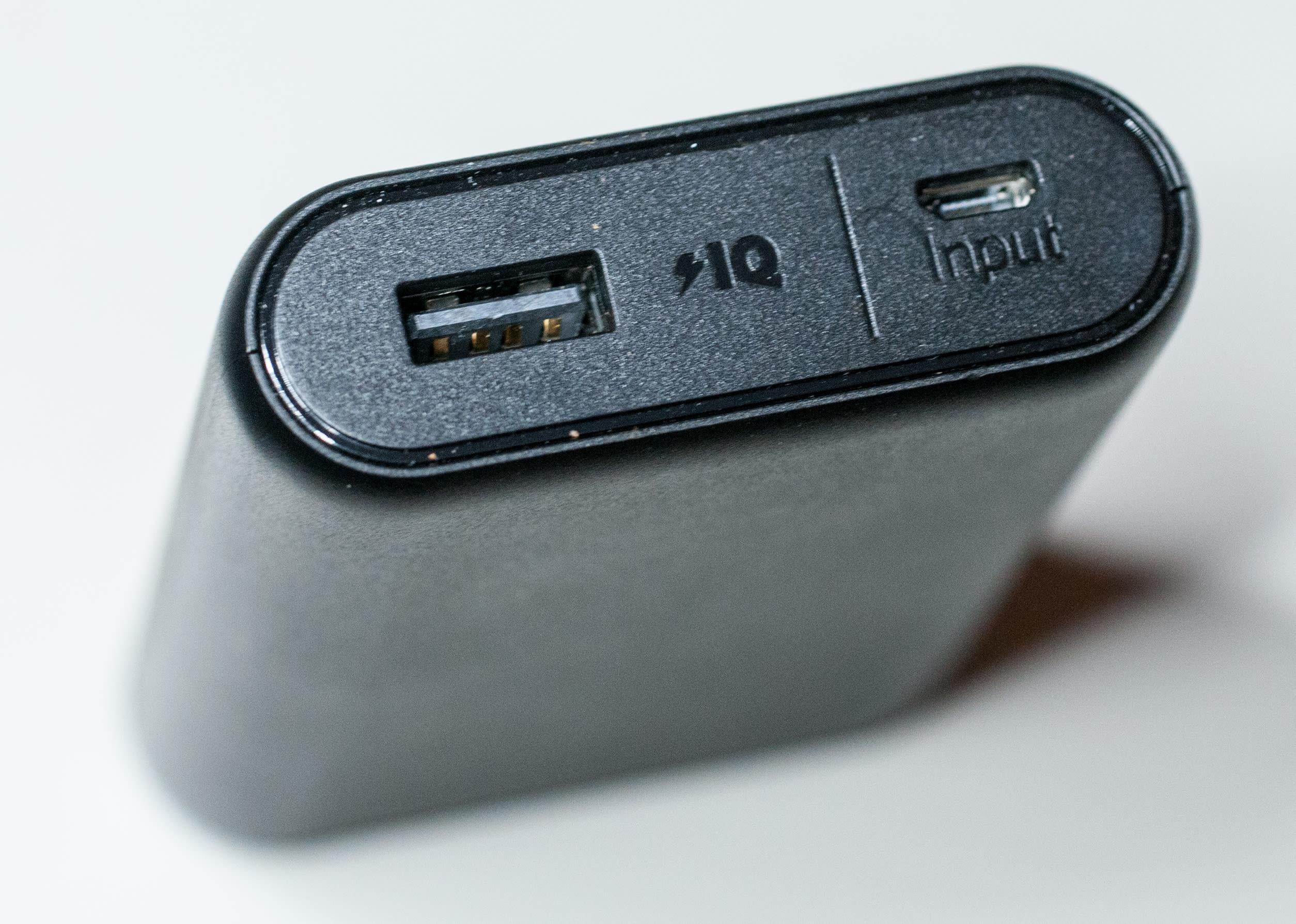 Cari yang mendukung besaran arus listrik ponsel