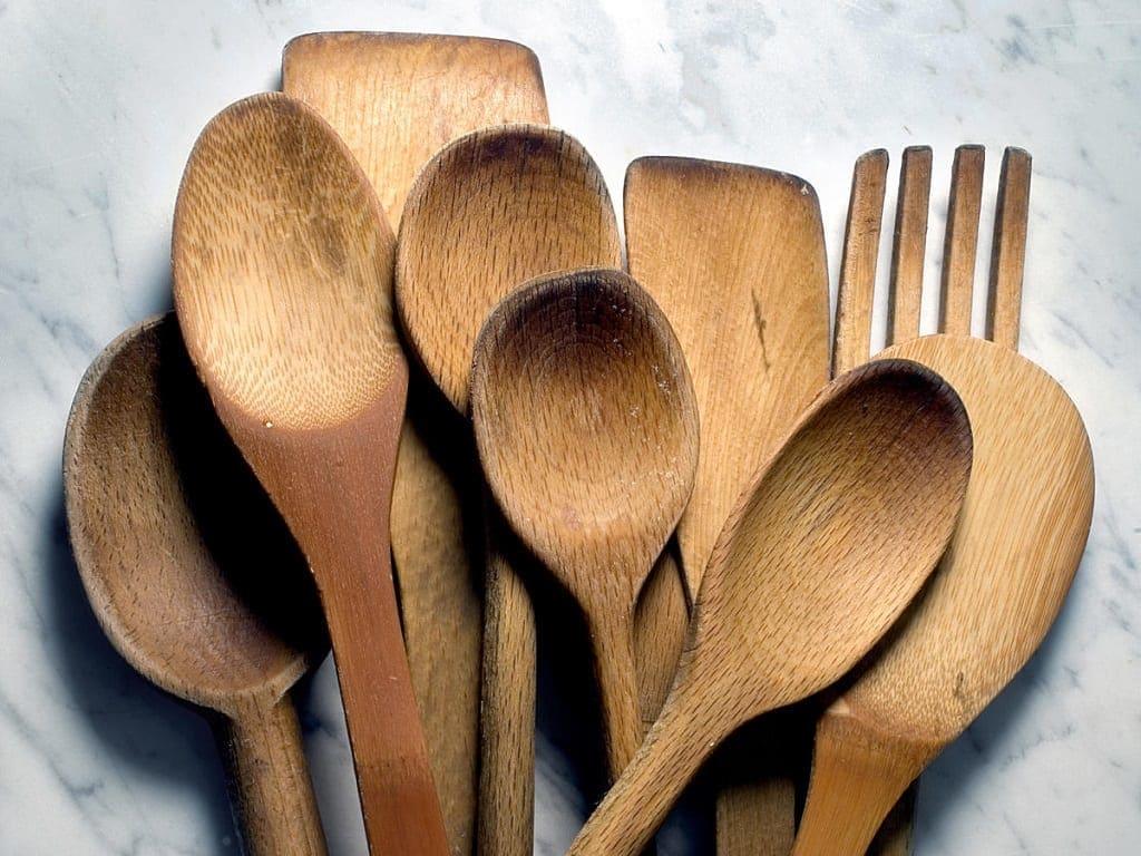 Jangan gunakan spatula berbahan aluminium
