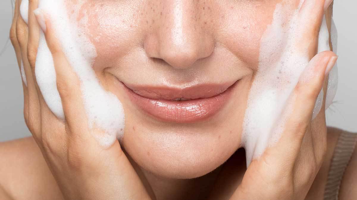 10 Facial Wash Aloe Vera Lidah Buaya Terbaik 2021