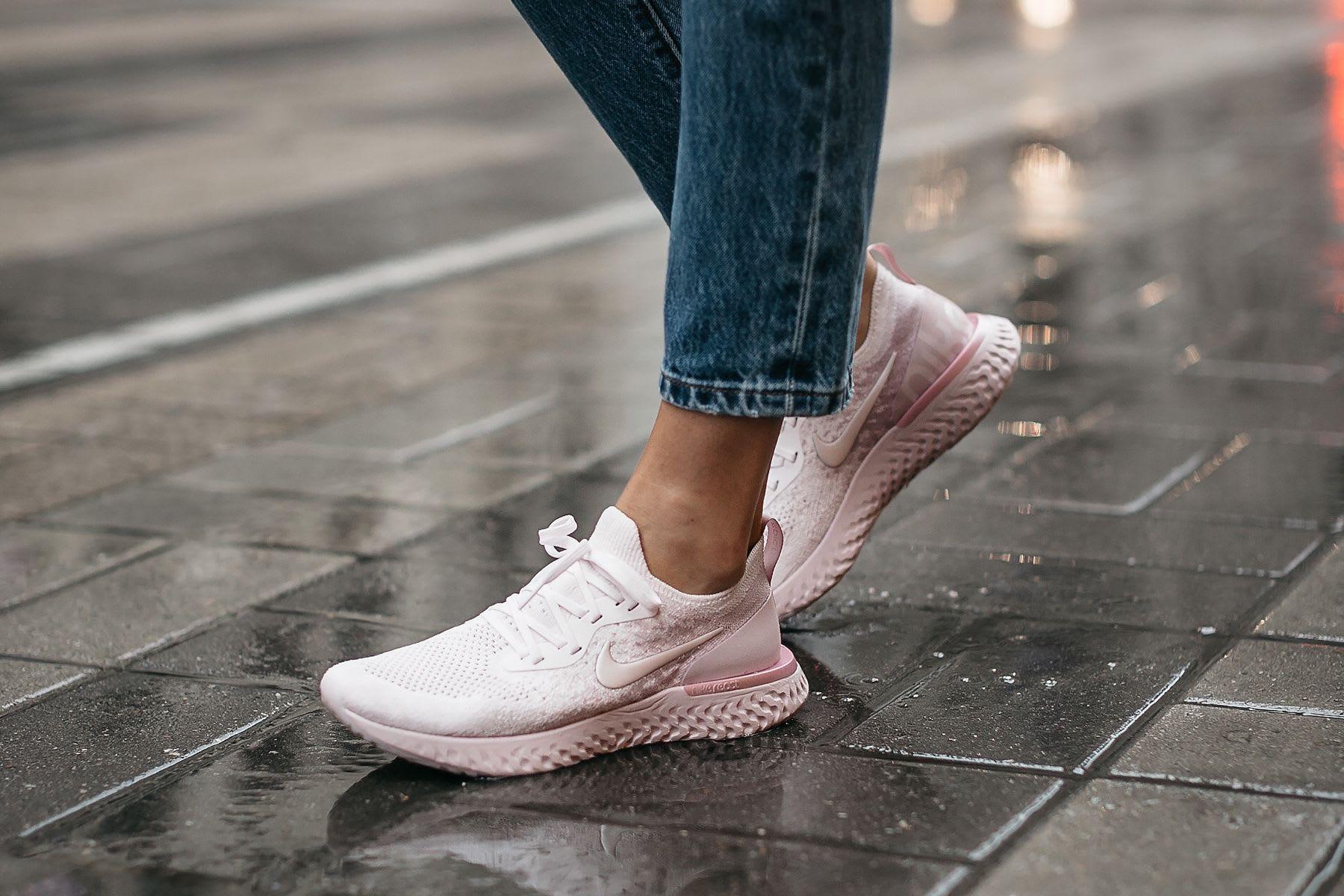 Review Terbaik 10 Sepatu Nike Wanita di Indonesia 2019 ... d9d7e81a64